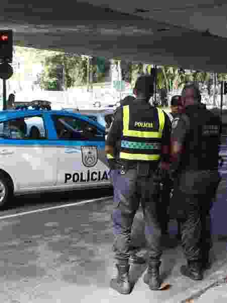 28.jul.2019 - Policiais no local onde duas pessoas foram mortas a facadas por um morador de rua nas imediações da Lagoa Rodrigo de Freitas - Reginaldo Pimenta/Agência o Dia/Estadão Conteúdo