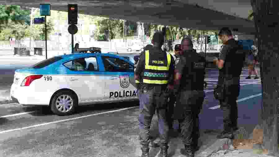 28.jul.2019 - Policiais militares no local do crime, nas imediações da Lagoa Rodrigo de Freitas, zona sul carioca - Reginaldo Pimenta/Agência o Dia/Estadão Conteúdo