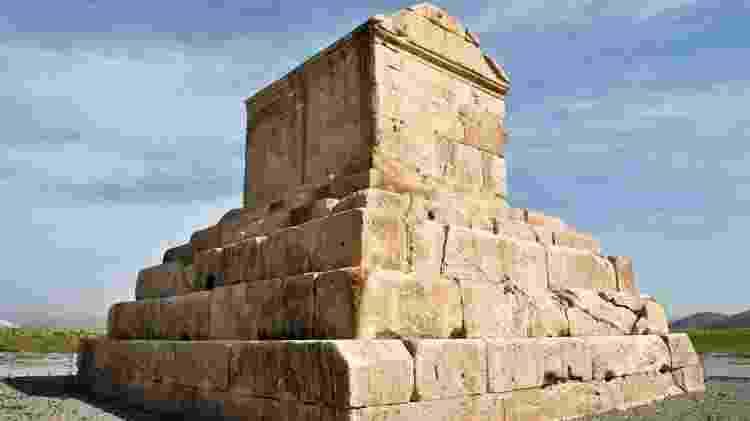 O mausoléu de Ciro é o símbolo da cidade de Pasárgada, considerada o berço do império persa - Getty Images