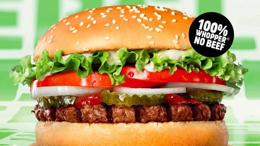 """Rebel Whopper"" hambúrguer ""100% vegetal"" e à base de plantas do Burguer King - Reprodução/Twitter/@BurgerKingUK"