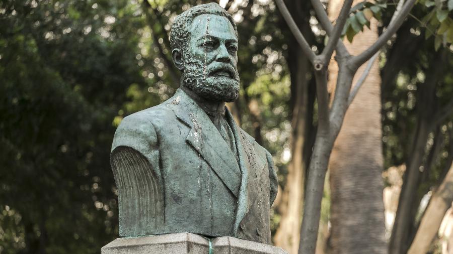 Especial Monumentos -  Busto do jornalista e abolicionista Luiz Gama, no Largo do Arouche - Keiny Andrade/UOL