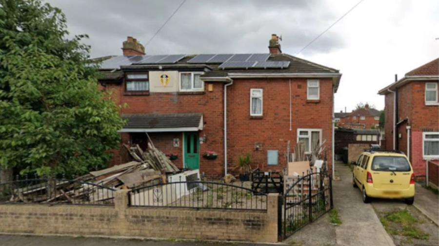 """Residência na cidade de Leeds, na Inglaterra, onde o ex-proprietário estaria """"enterrado no quintal"""", segundo lista do imóvel - Reprodução/Google Maps"""
