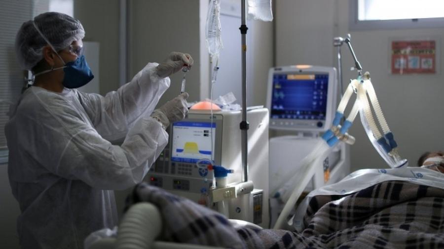 Falta de protocolo nacional, com orientações sobre intubação, é citado por médicos como uma das razões para os números altos de mortes no Brasil - REUTERS/Amanda Perobelli