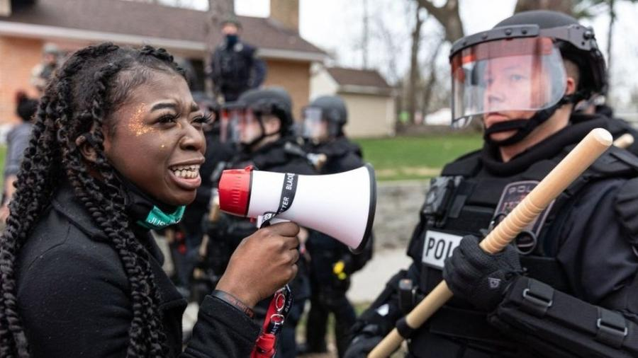 Houve protestos em Minneapolis durante o julgamento de Derek Chauvin - GETTY IMAGES