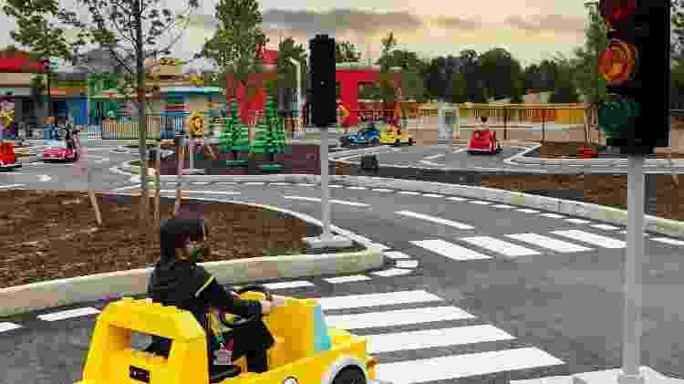 Parque possui pista para crianças aprenderem a dirigir minicarros de lego - Divulgação - Divulgação