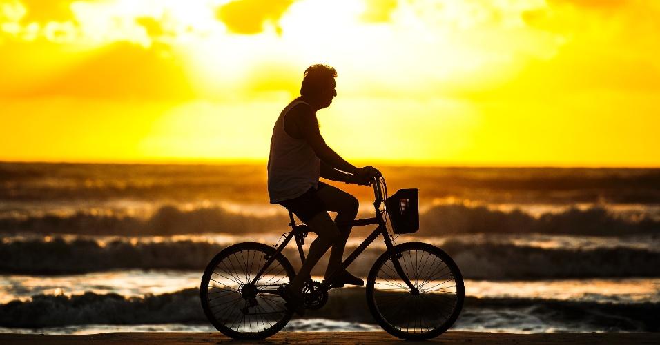 22.jan.2016 - O dia começou com sol na praia de Capão da Canoa, no litoral norte do Rio Grande do Sul