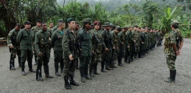 Guerrilheiros das Farc em acampamento da guerrilha colombiana