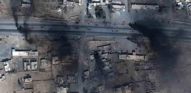 Pneus são incendiados em Mossul