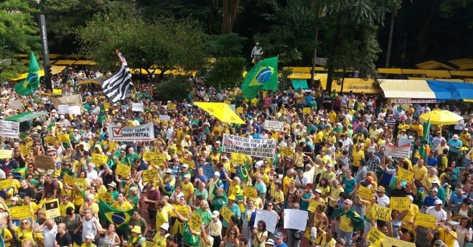 26.mar.2017 - Em São Paulo, manifestantes protestam na avenida Paulista a favor da Operação Lava Jato, contra a anistia ao caixa dois, foro privilegiado e voto em lista fechada