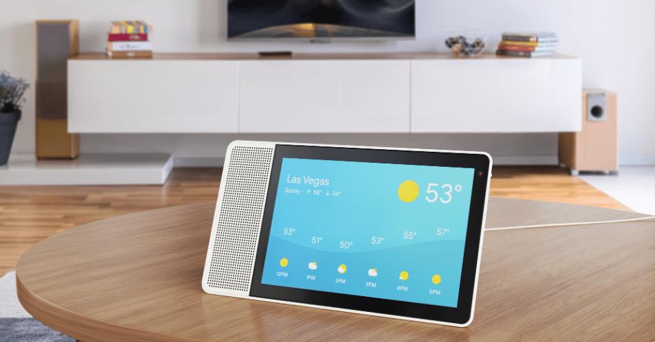 """12.jan.2018 - O Lenovo Smart Display, como diz o nome, é uma """"tela inteligente"""" apontada como o sucessor de alto-falantes inteligentes como o Google Home e o Amazon Echo. Traz o Google Assitente e uma tela HD touchscreen. O aparelho pode ajudar o usuário com dados da web como trânsito, agenda do dia, além de conversas em vídeo, música e conteúdo do YouTube. Custa US$ 249 (R$ 836)"""