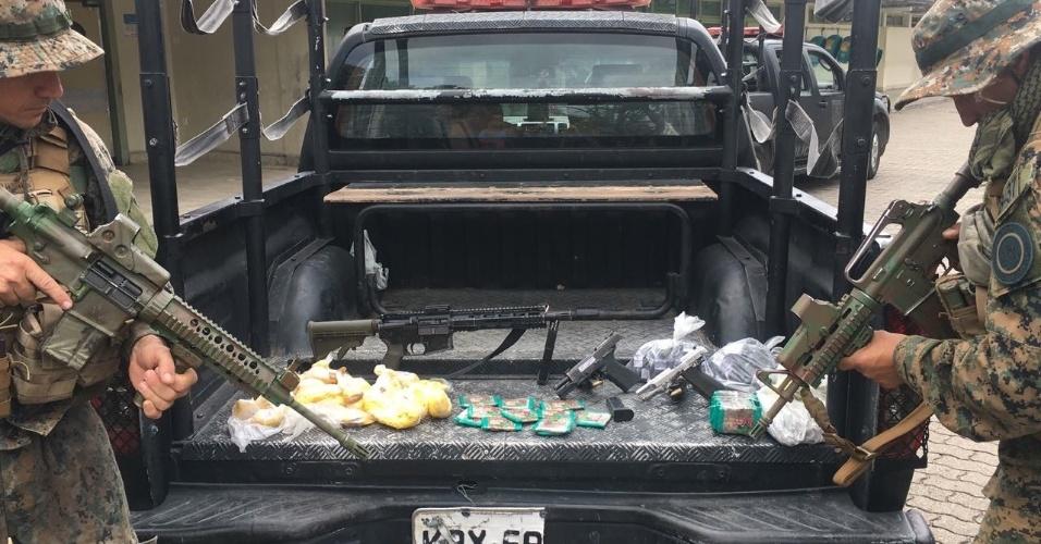 Polícia apreende armas e drogas em operação na Cidade de Deus