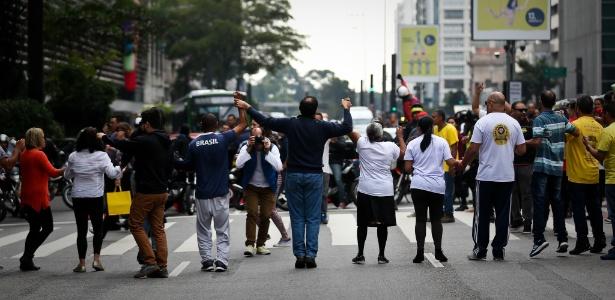 Motoristas de vans escolares de SP aderem à greve dos caminhoneiros e fazem manifestação na Paulista