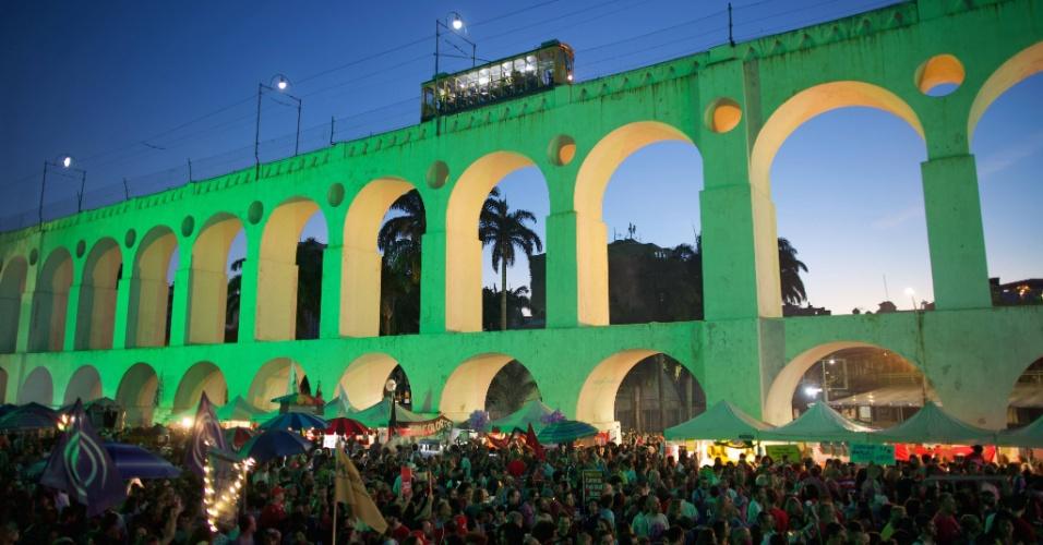 28.jul.2018 - Multidão se concentra na região dos Arcos da Lapa, no Rio, para o Festival Lula Livr