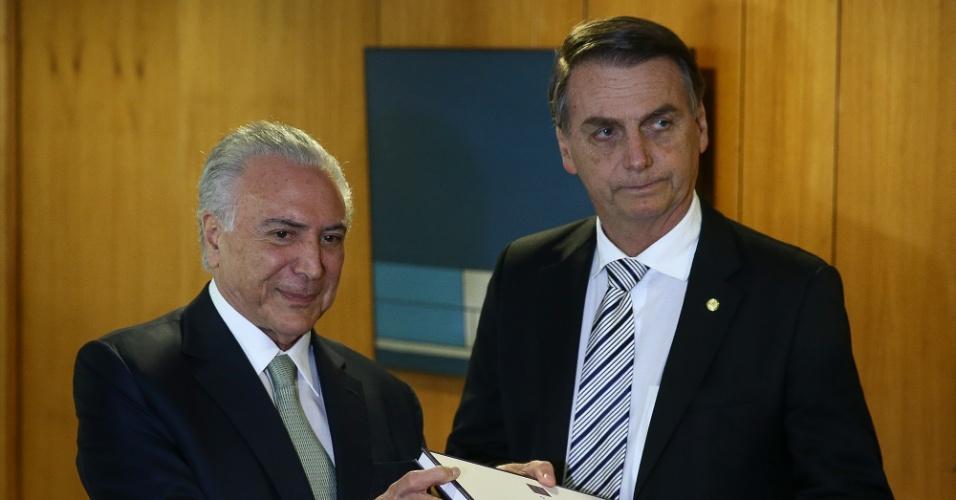 7.nov.2018 - O presidente eleito Jair Bolsonaro (PSL) e o presidente Michel Temer durante reunião para tratar do processo de transição do governo. No palácio do Planalto