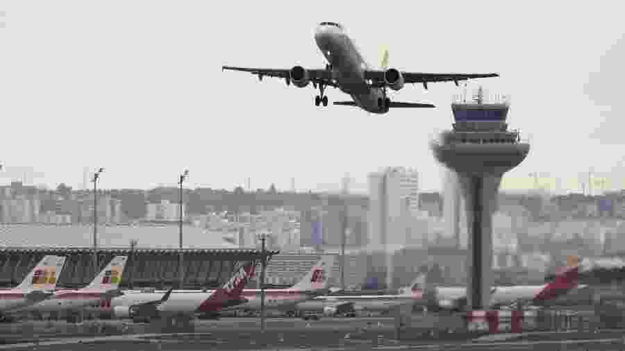 Avião, um Airbus 330, aterrissou no aeroporto de Barajas, em Madri, ontem à noite, após o susto - Paul Hanna/Reuters