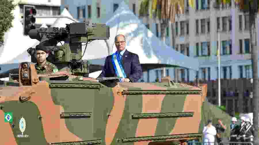 Governador Wilson Witzel participa do desfile de 7 de Setembro em cima de tanque de guerra - THIAGO RIBEIRO/ AGIF/ ESTADÃO CONTEÚDO