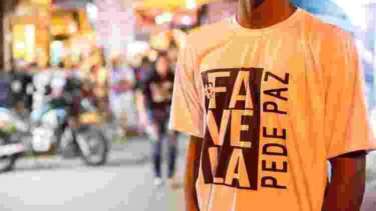 Frequentador do baile funk DZ7, em Paraisópolis, protesta uma semana após mortes  - 07.dez.2019 - José Barbosa/Futura Press/Estadão Conteúdo
