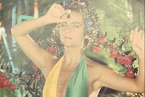 'Sei lá qual' | Bruna Lombardi ganha elogios por foto antiga de Carnaval