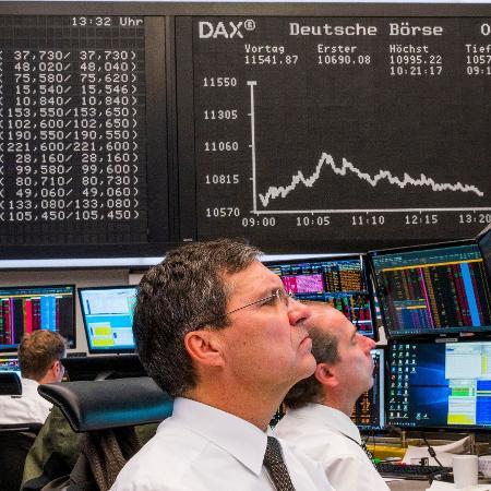 Analistas acompanham queda das ações na Bolsa e dizem que mercado tende a piorar antes de melhorar - Torsten Silz/AFP