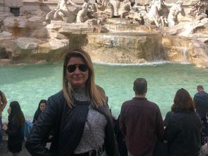 A bancária alagoana Ana Patricia Bezerra Moura, 43, durante as férias na Itália - Arquivo Pessoal