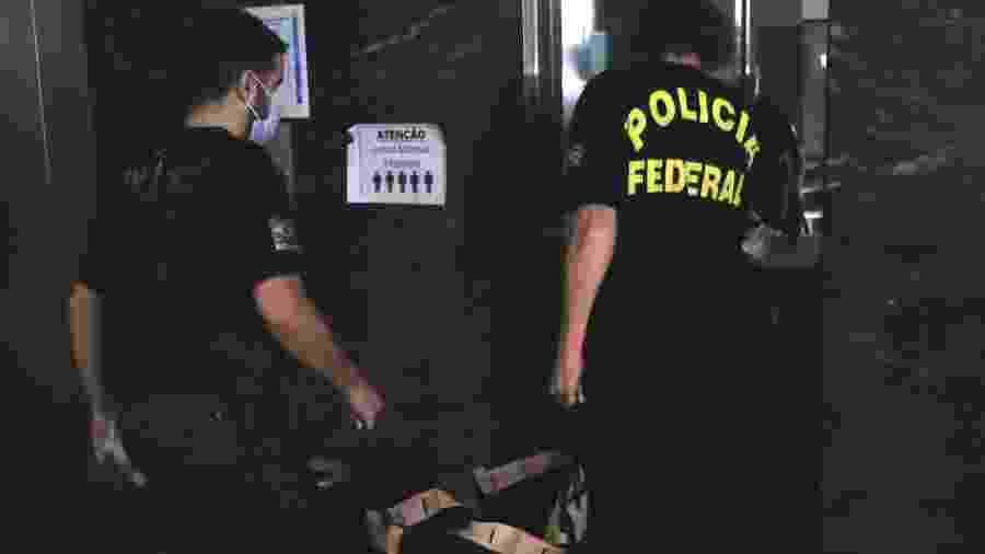 14.mai.2020 - Agentes da PF apreendem material na Operação Favorito, que prendeu o empresário Mario Peixoto - ELLAN LUSTOSA/ESTADÃO CONTEÚDO
