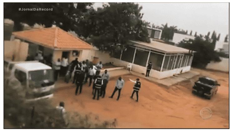 10.jul.2020 - Polícia de Angola faz busca e apreensão em endereço de um dos pastores da Igreja Universal do país - Reprodução/RecordTV - Reprodução/RecordTV