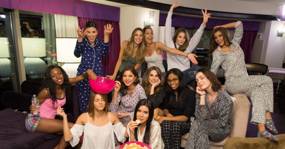 Participantes do Miss Universo posam para foto em festa do pijama que contou com batatinhas e pipoca. As semanas que antecedem a disputa foram recheadas de eventos com a presença das musas, como festas temáticas, visitas a museus, ensaio de biquíni e show de talentos. A disputa do Miss Universo 2015 ocorre na noite deste domingo (20), em Las Vegas, nos Estados Unidos