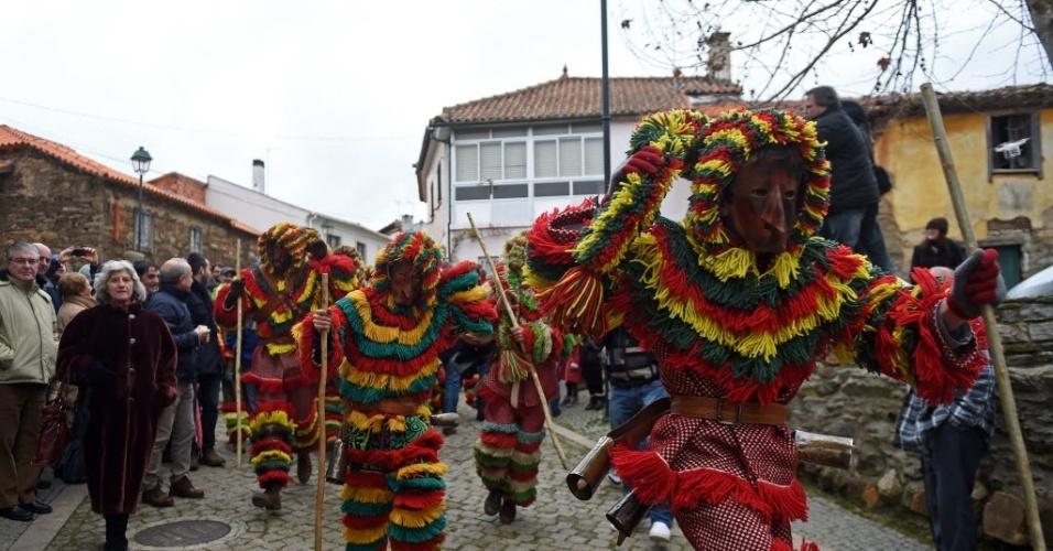 MACEDO, PORTUGAL - Foliões se vestem de 'Caretos' no carnaval de Podence, próximo a Macedo de Cavaleiros, em Portugal