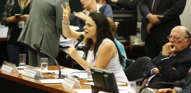A advogada Janaina Paschoal fala na comissão especial do impeachment da Câmara