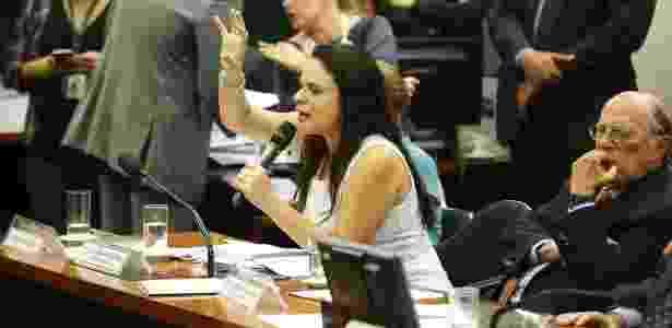 A advogada Janaína Paschoal, uma das autoras do pedido de impeachment contra a presidente Dilma Rousseff,durante audiência na comissão do impeachment - Pedro Ladeira/Folhapress