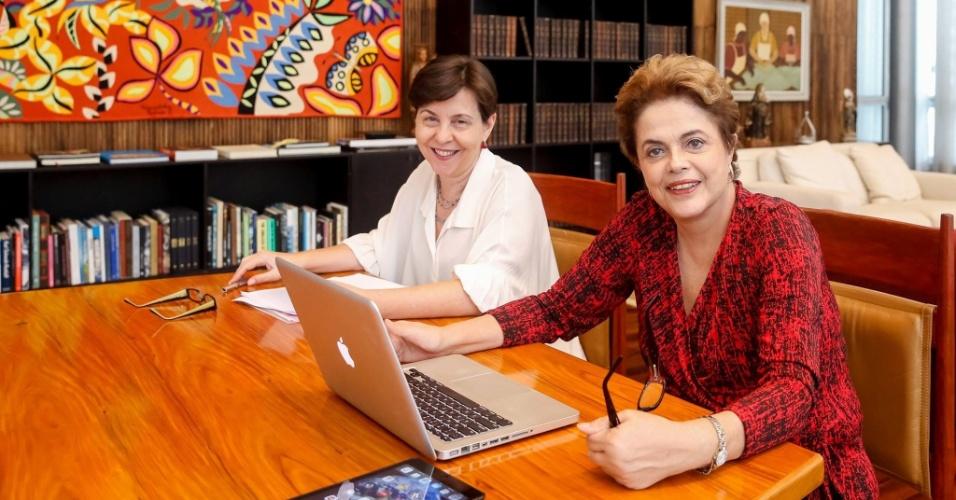18.mai.2016 - A presidente afastada Dilma Rousseff e a ex-ministra do Desenvolvimento Social e Combate à Fome Tereza Campello participam de bate-papo sobre o Bolsa Família promovido pela página de Dilma no Facebook