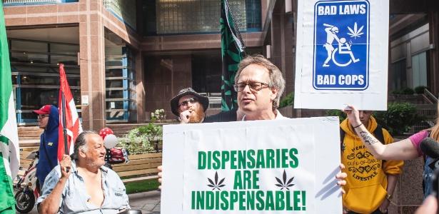 27.mai.2016 - Manifestantes pró-cannabis protestam no centro de Toronto