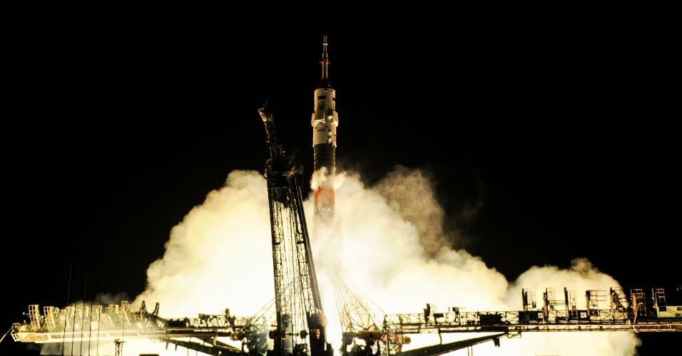 PARTIU PARA O ESPAÇO - Soyuz MS-03 é lançada e leva três tripulantes para a Estação Espacial Internacional. O lançamento foi realizado com ajuda de um foguete portador Soyuz-FG. A nave leva três astronautas. A viagem até à ISS deve durar dois dias. A expectativa é que a nave seja acoplada à estação no próximo sábado