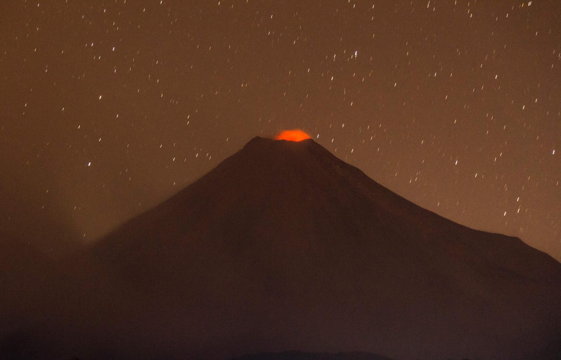 24.jan.2017 - Vulcão Colima, no México