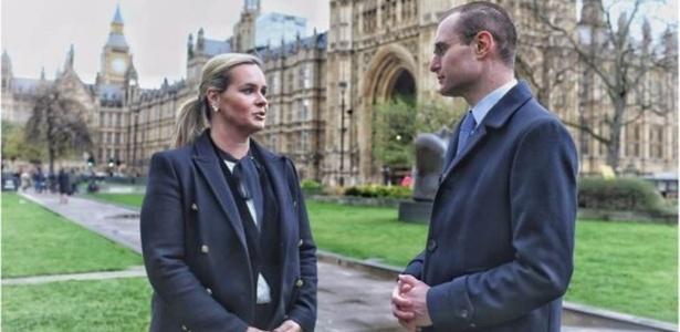 Os advogados Cristiano e Valeska Martins tiraram esta foto logo antes de se dirigir para a audiência no Parlamento ? e então correria começou