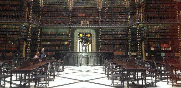 Salão central do Real Gabinete Português de Leitura, no Rio