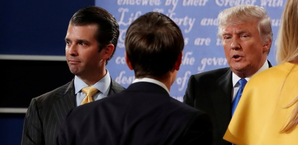 Donald Trump Jr. (esq.), Jared Kushner (centro) e Donald Trump (dir.) depois de debate com Hillary Clinton durante campanha presidencial, em setembro de 2016