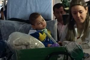 Garoto deixa o hospital após três anos e vai para casa pela primeira vez (Foto: Divulgação)