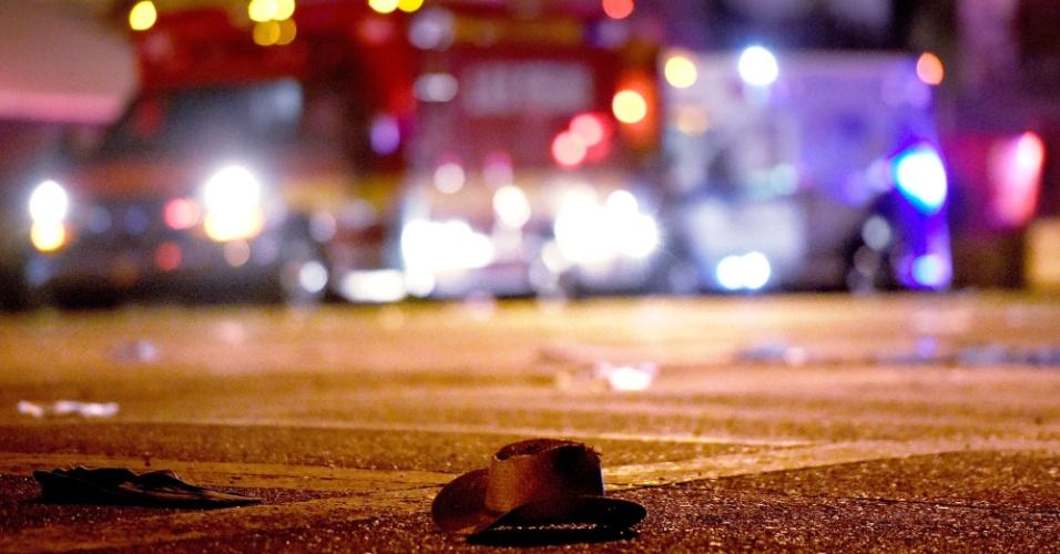 1º.out.2017 - Chapéu de cowboy é encontrado na rua depois de tiroteio em festival de música country em Las Vegas, Nevada