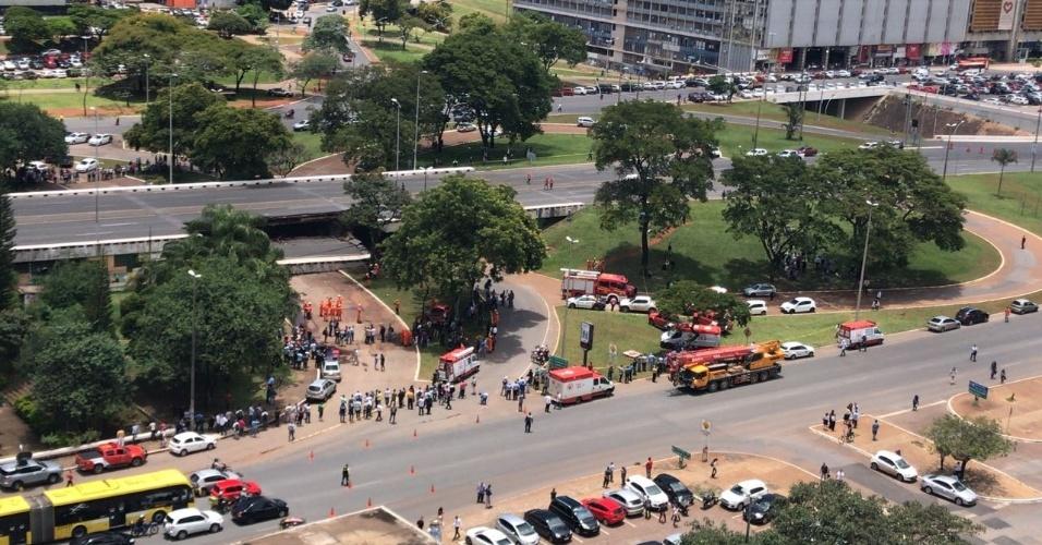 Trânsito na região do viaduto foi interrompido após o acidente