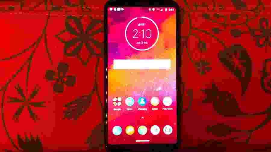 Moto Z3 da Motorola, lançado em 2018; novo Moto Z4 está a caminho - Márcio Padrão/UOL