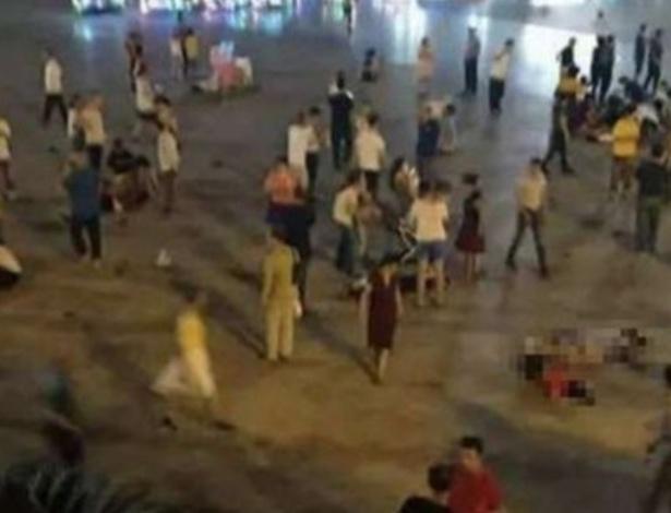 Homem atropelou dezenas de pessoas em uma praça movimentada da cidade de Hengyang; pelo menos 9 morreram e 43 estão feridos