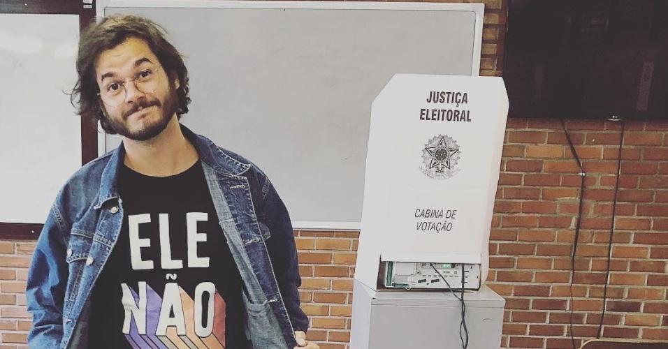 28.out.2018 - Deputado federal eleito, Tulio Gadelha (PDT) vota em Pernambuco