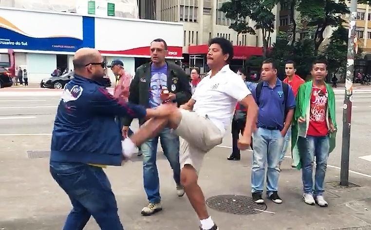 Briga entre eleitores na Avenida Paulista, neste domingo (28)