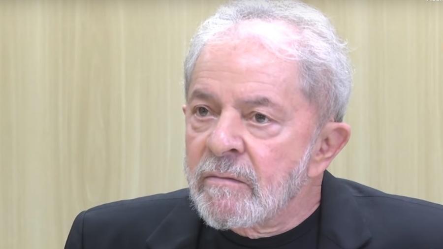 Lula dá entrevista na sede da Polícia Federal, em Curitiba (PR) - Reprodução/YouTube