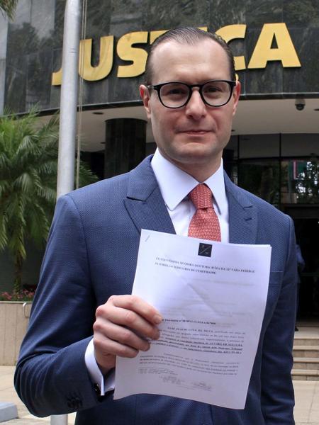 Cristiano Zanin com pedido de alvará de soltura de Lula em 2019. Advogado do ex-presidente foi denunciado pela Lava Jato - Eduardo Matysiaki/Estadão Conteúdo