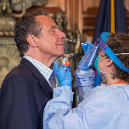 Governador de Nova York, Andrew Cuomo, faz teste de coronavírus ao vivo pela TV - Divulgação/Andrew Cuomo Office