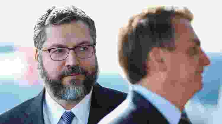 4.mai.2020 - O cancheler basileiro, Ernesto Araújo, e o presidente Jair Bolsonaro - Ueslei Marcelino/Reuters - Ueslei Marcelino/Reuters