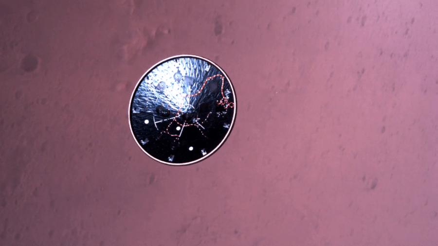 """Dez minutos antes do pouso, o rover se livrou da nave que o carregava, virando uma espécie de """"disco voador"""" - Divulgação/Nasa"""