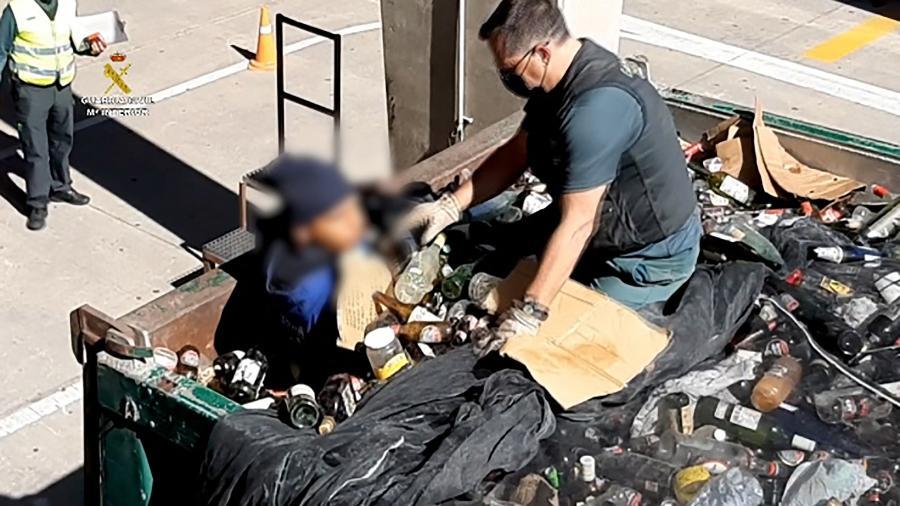 Policial a princípio achou que era um corpo - AFP PHOTO /HANDOUT/SPANISH GUARDIA CIVIL